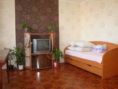 2-комнатная квартира посуточно в Ильичёвске. Пригород район, ул. Александрийская, 18а. Фото 1