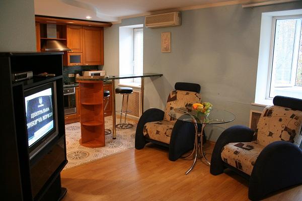 3-комнатная квартира посуточно в Запорожье. Жовтневый район, ул. Горького, 57а. Фото 1