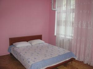 3-комнатная квартира посуточно в Львове. Галицкий район, ул. Гнатюка, 12. Фото 1