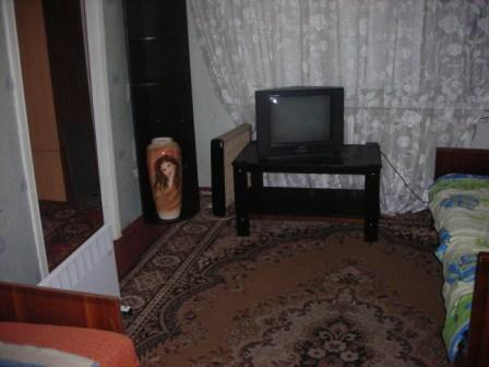 1-комнатная квартира посуточно в Алчевске. ул. Ленина, 9. Фото 1