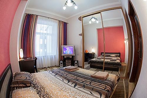 3-комнатная квартира посуточно в Львове. Галицкий район, ул. Курбаса, 5. Фото 1