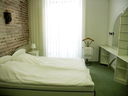 2-комнатная квартира посуточно в Чернигове. Новозаводской район, пр-т Мира, 26. Фото 1