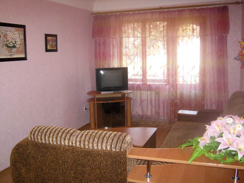 2-комнатная квартира посуточно в Кировограде. Ленинский район, ул. Егорова, 5а. Фото 1