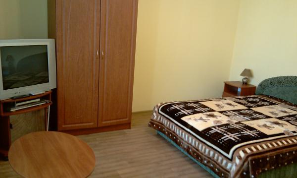 1-комнатная квартира посуточно в Симферополе. Киевский район, ул. Мате Залки, 7к. Фото 1
