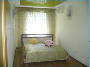 2-комнатная квартира посуточно в Алуште. ул.50 лет Октября , 16. Фото 1