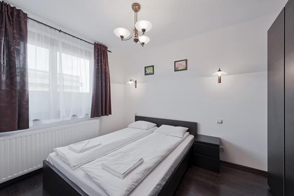 2-комнатная квартира посуточно в Харькове. Дзержинский район, ул. Отакара Яроша, 17. Фото 1