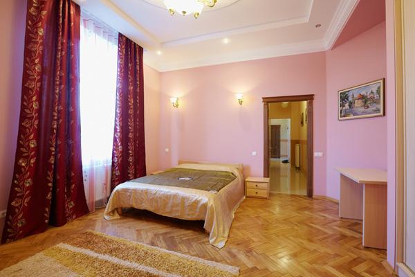2-комнатная квартира посуточно в Львове. Галицкий район, ул. Шпитальная, 7. Фото 1
