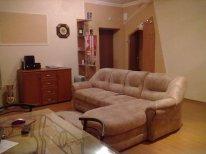 2-комнатная квартира посуточно в Донецке. Ворошиловский район, ул. Университетская, 38а. Фото 1