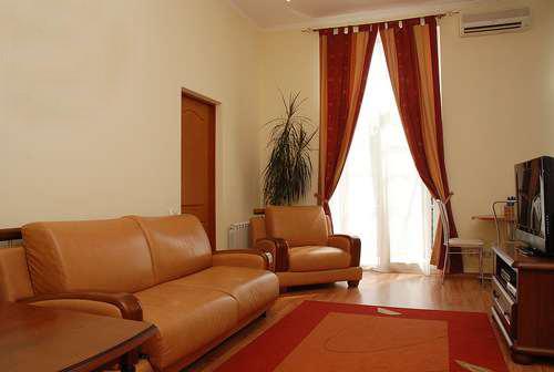 2-комнатная квартира посуточно в Киеве. Печерский район, ул. Лютеранская, 16. Фото 1