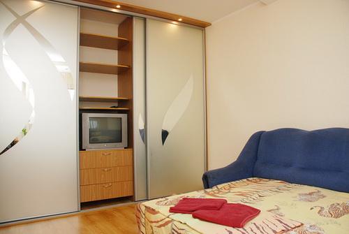 1-комнатная квартира посуточно в Киеве. Дарницкий район, Харьковское шоссе, 67а. Фото 1