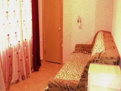 2-комнатная квартира посуточно в Днепропетровске. Октябрьский район, пр-т Гагарина, 125. Фото 1