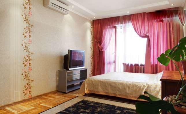 1-комнатная квартира посуточно в Одессе. Киевский район, пр-т Академика Глушко, 15. Фото 1