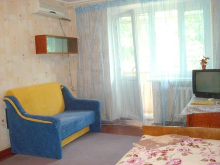 1-комнатная квартира посуточно в Кременчуге. ул. Ленина, 30. Фото 1