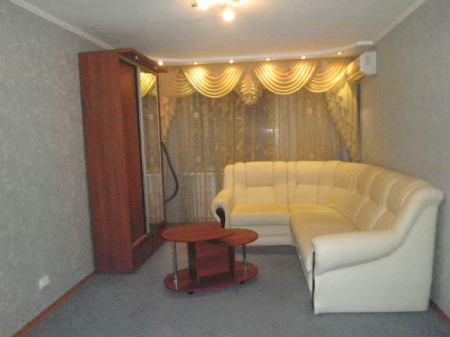 2-комнатная квартира посуточно в Новомосковске. ул. Гетьманская (Советская), 32. Фото 1