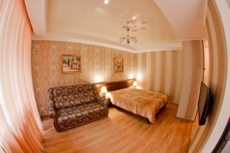 1-комнатная квартира посуточно в Симферополе. Железнодорожный район, ул. Набережная, 77. Фото 1