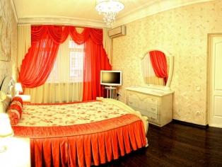2-комнатная квартира посуточно в Севастополе. Ленинский район, ул. Большая Морская, 28. Фото 1