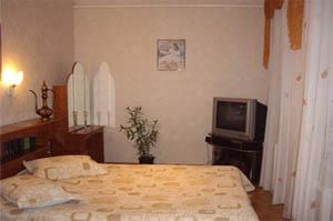 3-комнатная квартира посуточно в Днепропетровске. Октябрьский район, ул. Канатная, 40. Фото 1