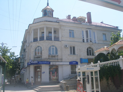 2-комнатная квартира посуточно в Севастополе. Ленинский район, ул. Ленина, 14. Фото 1