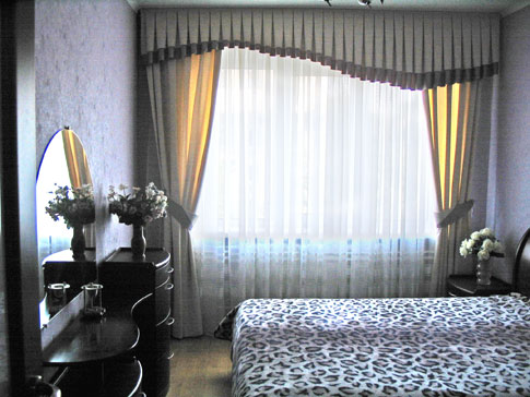 2-комнатная квартира посуточно в Днепропетровске. Октябрьский район, ул. Гоголя, 4. Фото 1