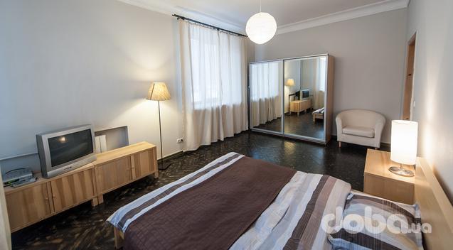 1-комнатная квартира посуточно в Ивано-Франковске. шевченка, 24. Фото 1