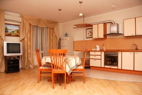 3-комнатная квартира посуточно в Киеве. Соломенский район, ул. Лебедева-Кумача, 5. Фото 1
