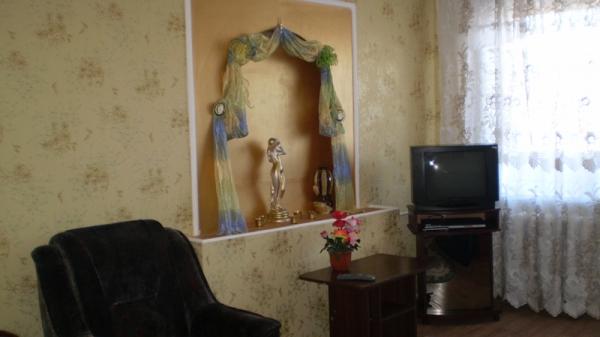 1-комнатная квартира посуточно в Мариуполе. пр-т Мира (Ленина), 99. Фото 1
