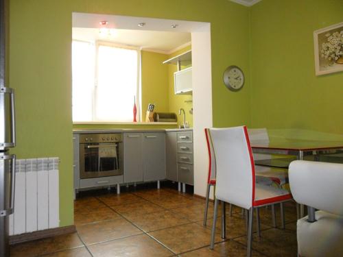 2-комнатная квартира посуточно в Киеве. Дарницкий район, Мишуги, 7. Фото 1