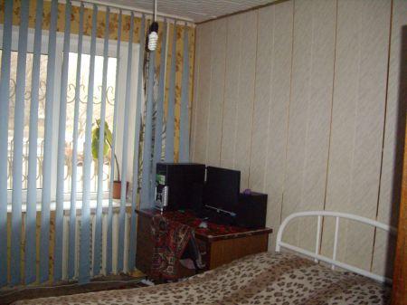 3-комнатная квартира посуточно в Донецке. Киевский район, ул. Университетская , 118. Фото 1
