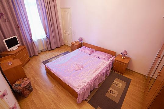 3-комнатная квартира посуточно в Львове. Лычаковский район, ул. Тарнавского, 45. Фото 1