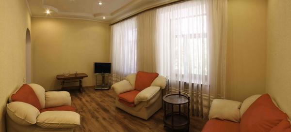 2-комнатная квартира посуточно в Севастополе. Ленинский район, пр-т Нахимова, 5. Фото 1