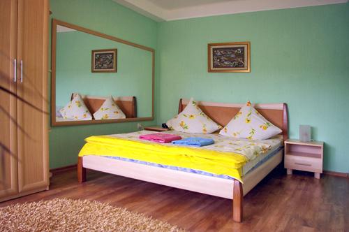 2-комнатная квартира посуточно в Запорожье. Жовтневый район, пр-т Ленина, 144. Фото 1