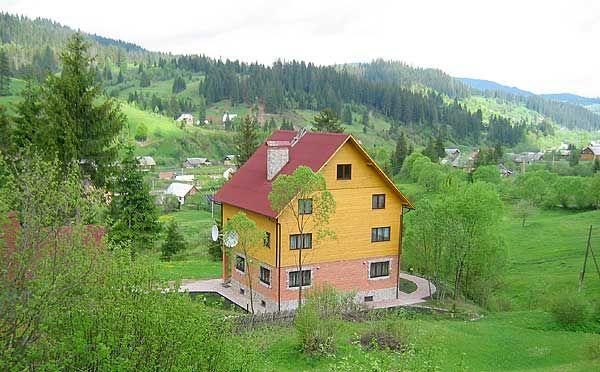 Дом  посуточно в Славском. ул. М. Устияновича, 141. Фото 1