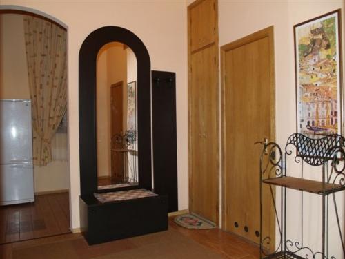 1-комнатная квартира посуточно в Донецке. Ворошиловский район, ул. Щорса, 10а. Фото 1