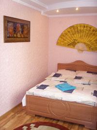 2-комнатная квартира посуточно в Ровно. пр. Мира, 26. Фото 1