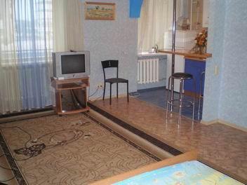 1-комнатная квартира посуточно в Херсоне. Суворовский район, б-р Мирный, 6. Фото 1