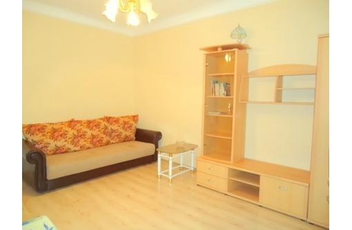 2-комнатная квартира посуточно в Севастополе. Ленинский район, ул. Луначарского, 8. Фото 1