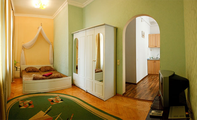 1-комнатная квартира посуточно в Киеве. Голосеевский район, ул. Горького, 39. Фото 1