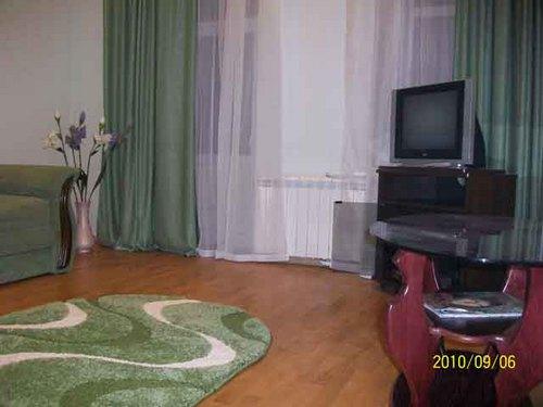 2-комнатная квартира посуточно в Ялте. ул. Пушкинская, 23. Фото 1