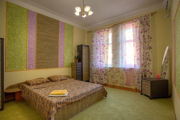 3-комнатная квартира посуточно в Киеве. Шевченковский район, Лысенко, 4. Фото 1