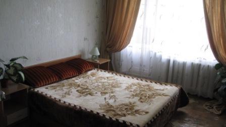 2-комнатная квартира посуточно в Керчи. ул. Свердлова , 86. Фото 1