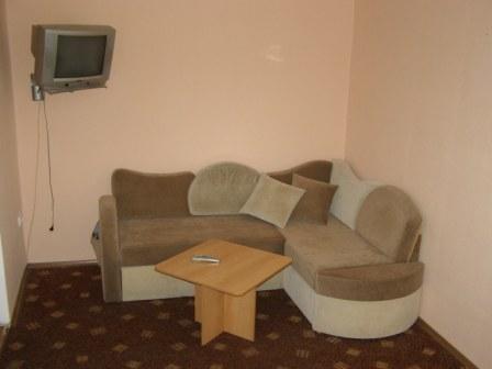 1-комнатная квартира посуточно в Кривом Роге. Дзержинский район, пр-т Металлургов, 27. Фото 1
