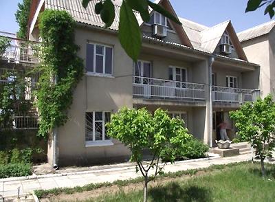 Мини-отель  посуточно в Черноморке. пров. Приморський, 10. Фото 1