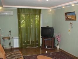 2-комнатная квартира посуточно в Запорожье. Жовтневый район, ул. Коммунаровская, 48. Фото 1