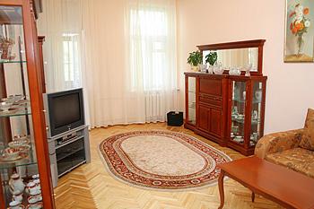 2-комнатная квартира посуточно в Киеве. Голосеевский район, ул.Саксаганского, 43б. Фото 1