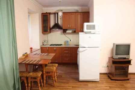 3-комнатная квартира посуточно в Черкассах. ул. Быдгощская, 40. Фото 1