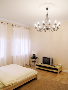 2-комнатная квартира посуточно в Харькове. Дзержинский район, ул. Космическая, 8. Фото 1