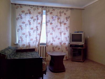 2-комнатная квартира посуточно в Симферополе. Центральный район, ул. Чехова, 8. Фото 1