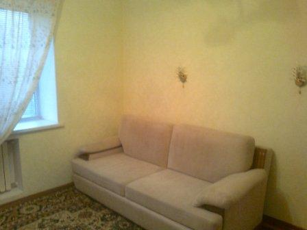 1-комнатная квартира посуточно в Бердянске. ул. Карла-Маркса, 51. Фото 1