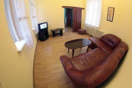 3-комнатная квартира посуточно в Киеве. Печерский район, ул. Лютеранская, 3. Фото 1