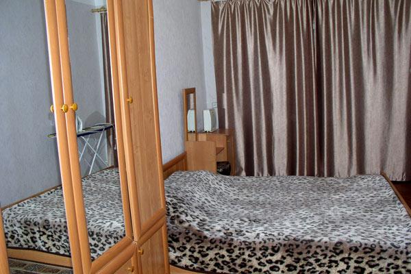 2-комнатная квартира посуточно в Сумах. Заречный район, ул. Перекопская, 12. Фото 1